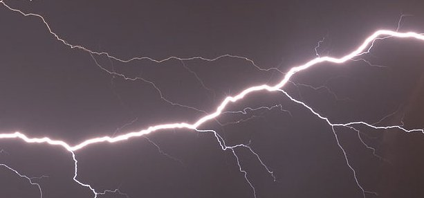 512px-Lightning_in_Zdolbuniv-Cropped